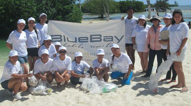 Limpiamos la playa: BlueBay Grand Esmeralda meens Green