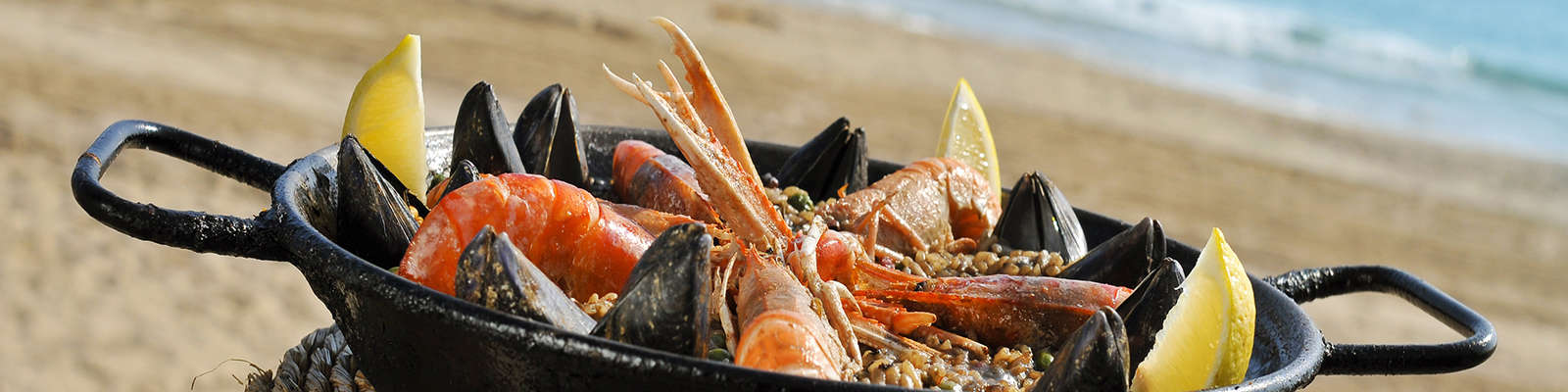 Enjoy the typical Valencian paella by the sea